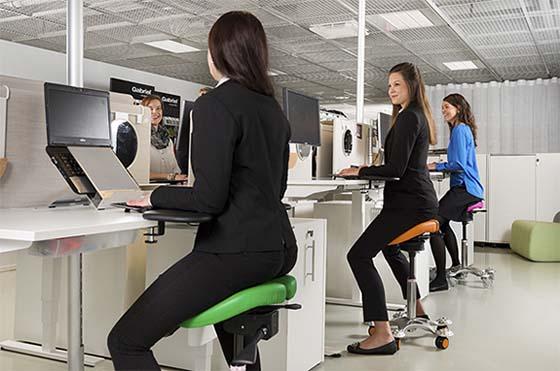 taburetes tipo silla de montar para odontología