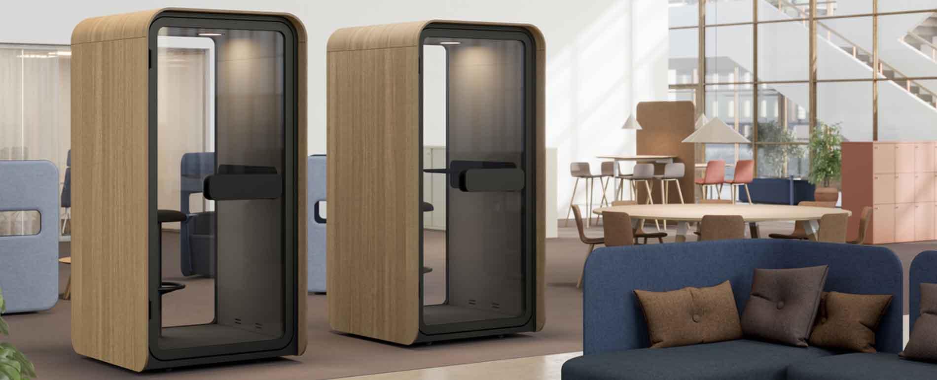 cabinas insonorizadas para hablar por teléfono en oficinas abiertas y creativas