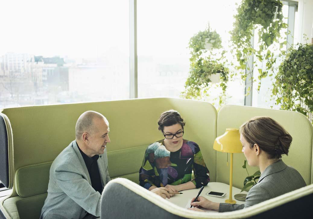 cubículos para reuniones en oficinas abiertas y agiles como agile office
